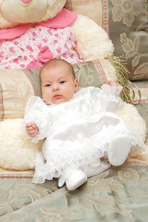 Reci�n nacido ni�a vestidos de bautizo. Foto de archivo - 4321121