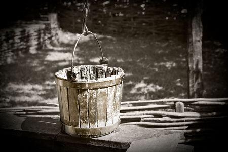 bucket water: Cubo antigua en blanco y negro