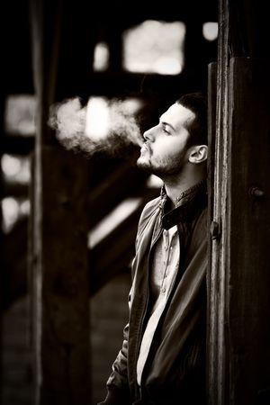chaqueta de cuero: Vintage retrato de un joven atractivo