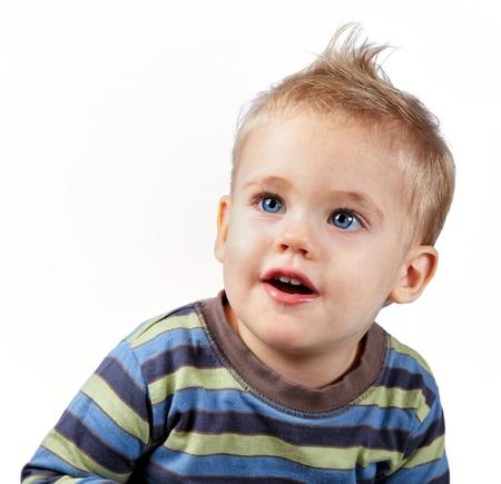 Studio Portrait eines glücklichen 1 Jahr alten Jungen auf weiß.