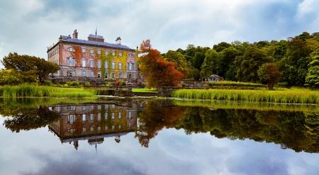 Ansicht von Westport House aus dem See, County Mayo, Irland gesehen.