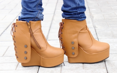 back: Platform ankle boots with back lace and side zipper.