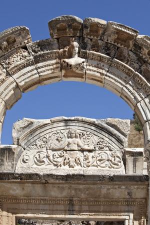 hadrian: Adriano Templo, �feso, Esmirna, Turqu�a Editorial