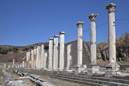 Colonne di rovine Pergamo in Bergama, Izmir, Turchia Editoriali