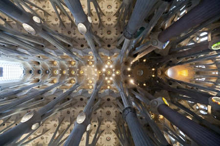 Interno della Sagrada Familia di Antoni Gaudi, Barcellona, ??Spagna Editoriali