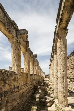 latrina: La latrina di Hierapolis, Denizli, Turchia Hierapolis era un'antica citt� greco-romana in Frigia