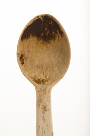 Cucchiaio di legno Bosso isolato su sfondo bianco