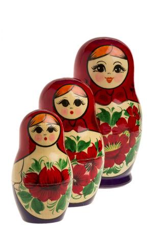 matryoshkas: Matryoshkas en el fondo blanco aislado