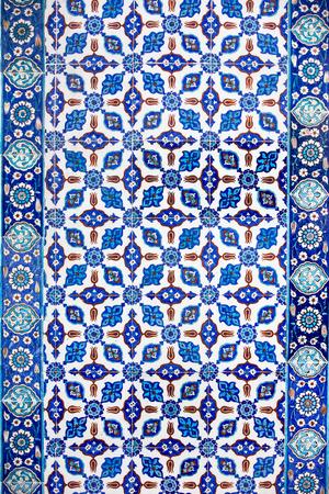 Macro vista di piastrelle in Rustem Pasa Mosque, Istanbul, Turchia