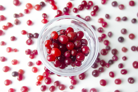 Top view. raw red cranberries in a glass Standard-Bild - 121337006