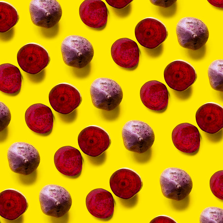 Pattern with beetroot on yellow background Standard-Bild - 121337592
