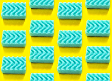 Seamless pattern with blue dishwashing sponges. Ornament on yellow background Standard-Bild - 121337594