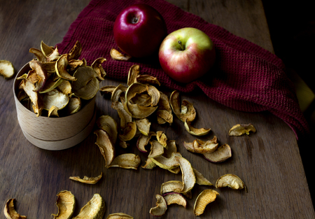Homemade dried apples and fresh ripe apples on wooden table Standard-Bild - 123431222
