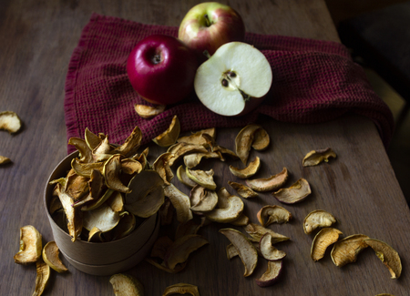 Homemade dried apples and fresh ripe apples on wooden table Standard-Bild - 123431230