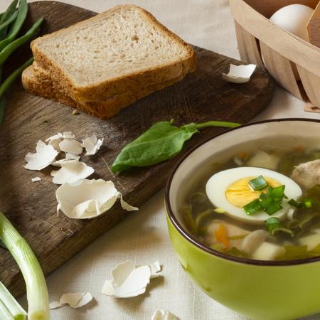 Green sorrel soup with egg. Spring and Summer menu. Healthy food Standard-Bild - 123431231