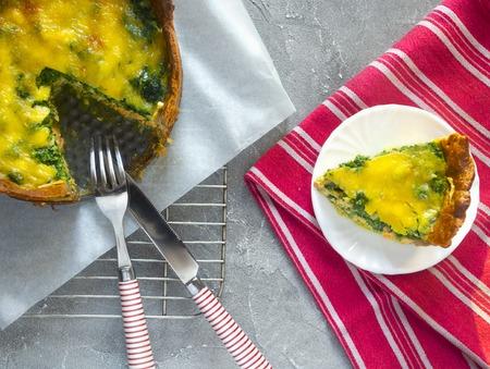 Sliced pie Quiche lorraine with salmon, cheese and spinach. Flat lay Standard-Bild - 123431294