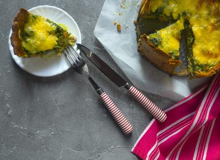 Sliced pie Quiche lorraine with salmon, cheese and spinach. Flat lay Standard-Bild - 123431247