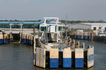 unload: CAPE MAY, NEW JERSEY  USA AUGUST 25, 2016  The Cape May Lewis Ferry docking area to load and unload.