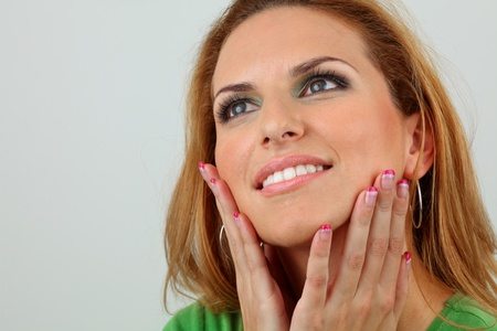 ttractive lady with healthy smile, beautiful makeup, long eyelashes and manicured nails.  Standard-Bild
