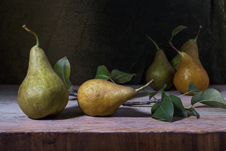 still life with pears on a wooden table Standard-Bild