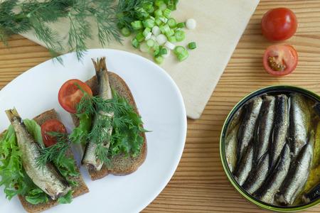 sardine can: sprats a table