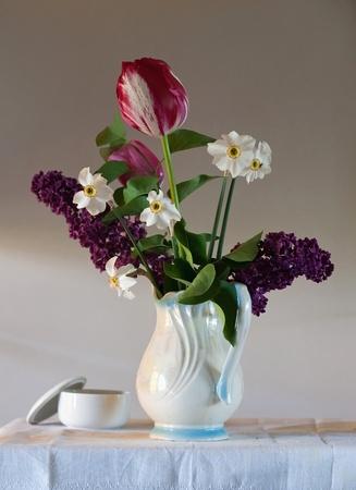 Stilleven met tulpen en Lila