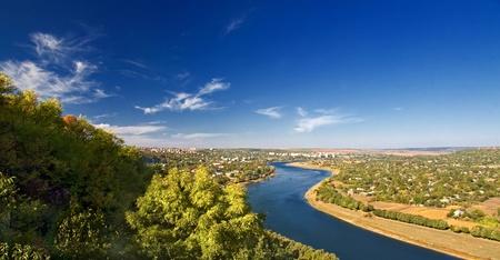 een schilderachtig landschap met rivier valleien