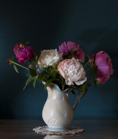 arreglo floral: Naturaleza muerta con peon�as