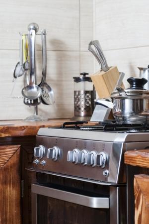 Neue moderne Küche in der Wohnung. Standard-Bild - 25203007