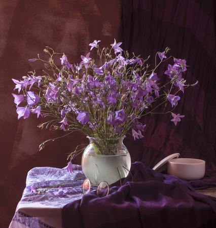 champ de fleurs: Magnifique bouquet de fleurs des champs lumineux