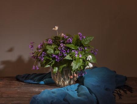 nature morte avec des fleurs sauvages