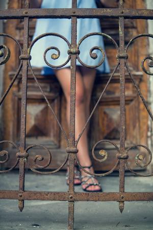 スタイリッシュな女性の足