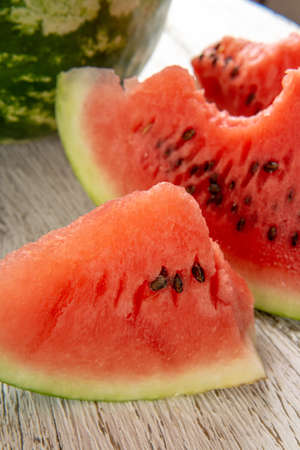Fresh ripe sliced watermelon on wooden rustic background Standard-Bild - 150917744