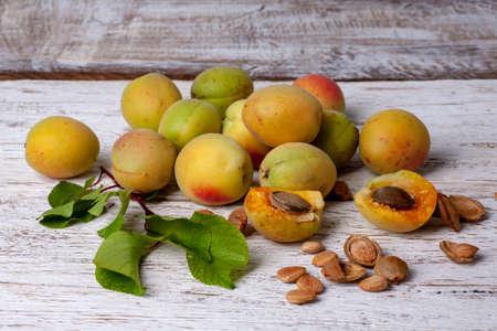 Apricot fruit. Fresh organic apricots on a white wooden background. Vega food. Standard-Bild - 150917750