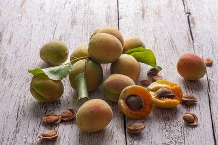 Apricot fruit. Fresh organic apricots on a white wooden background. Vega food. Standard-Bild - 150678448