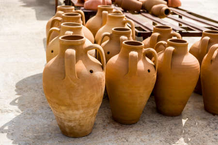 Traditional Mediterranean jugs. Banque d'images
