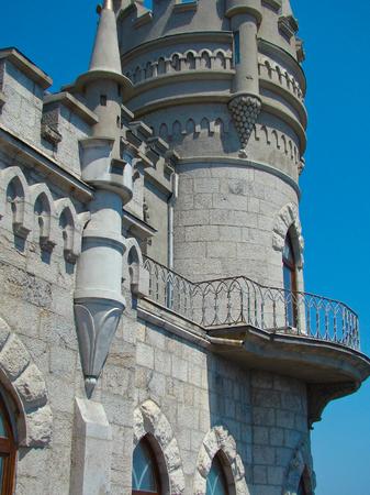 golondrinas: jerarquía del trago del castillo en Crimea, Ucrania Foto de archivo