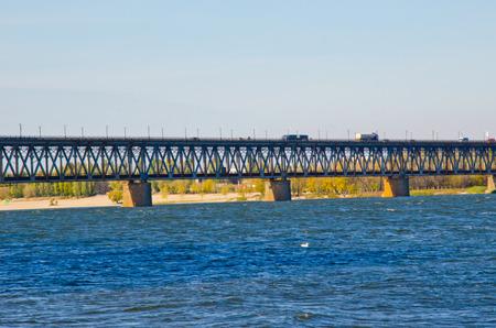 Pont sur la rivière Dniepr à Krementchoug, Ukraine