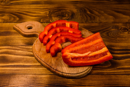 Sliced raw bulgarian pepper on cutting board Reklamní fotografie