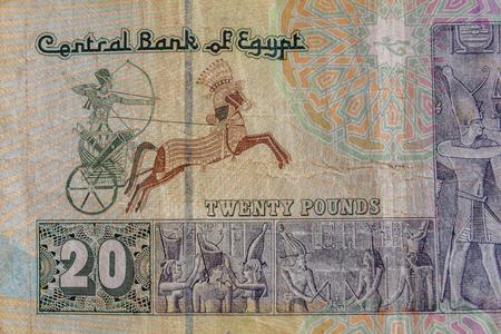 Primer plano del billete de veinte libras egipcias