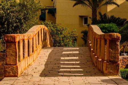 Old stone arch footbridge in the garden 版權商用圖片