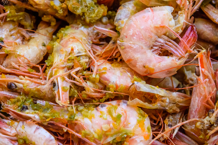 Background of the fresh boiled king shrimps with oriental herbs 版權商用圖片