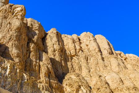 Сliffs near the temple of Hatshepsut in Luxor, Egypt 版權商用圖片
