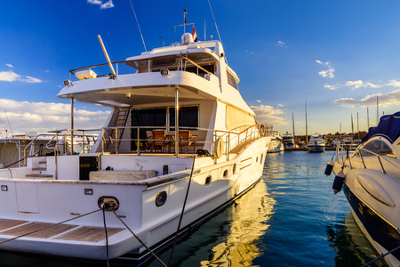 White luxury yacht in sea harbor of Hurghada, Egypt. Marina with tourist boats on Red Sea Banco de Imagens
