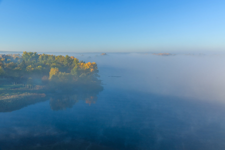 Fog over the water on river Dnieper on autumn 版權商用圖片