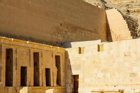 Temple of Hatshepsut under high cliffs in Luxor, Egypt Banco de Imagens