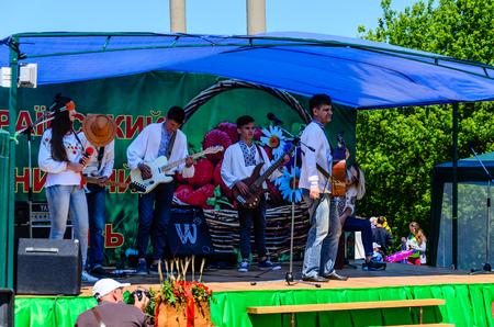 Kremenchug, Ukraine - June 3, 2017: Musicians on a peasant fair 新聞圖片