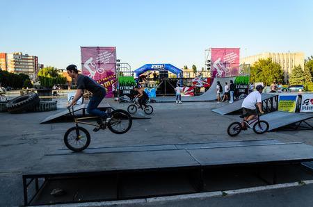 Kremenchug, Ukraine - June 05, 2017: Teenager riding bmx bike during the festival of street culture 新聞圖片