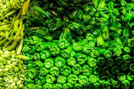 Fresh ripe green peppers for sale on fruit market Stockfoto