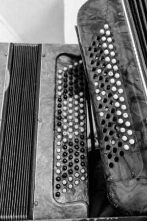 Old accordions. Vintage russian ethnic musical instruments 版權商用圖片